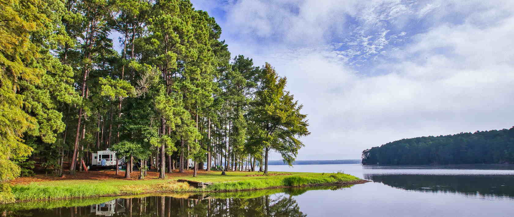 RV spots along the lake at Lake Claiborne State Park